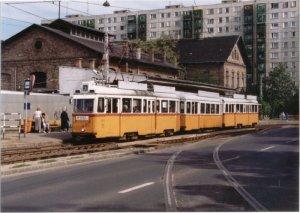 Az iparvágány kiágazása és egy 47-es villamos, fapados középső kocsival, 1999.