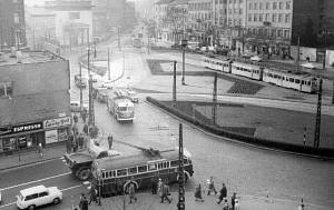 Troli a Baross utca-Kálvin tér sarkán